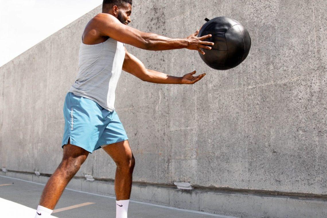 Mit dem Medizinball die Muskeln stärken